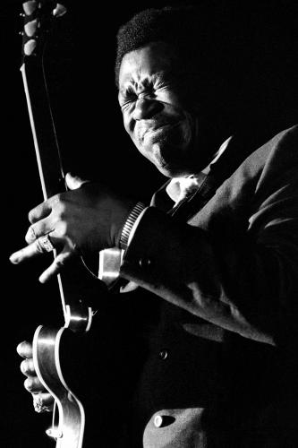 BB King photographed mid performance