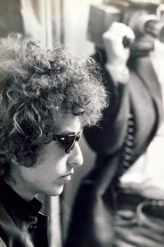 Bob Dylan photographed wearing his shades in 1966.