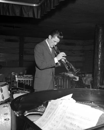 Jazz trumpeter Chet Baker performs in a nightclub circa 1952 in New York City.