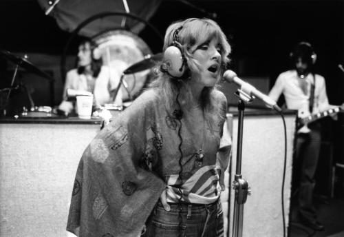 Stevie Nicks singing in the recording studio
