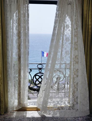 C̫te d'Azur sea view photographed by Chris Floyd.